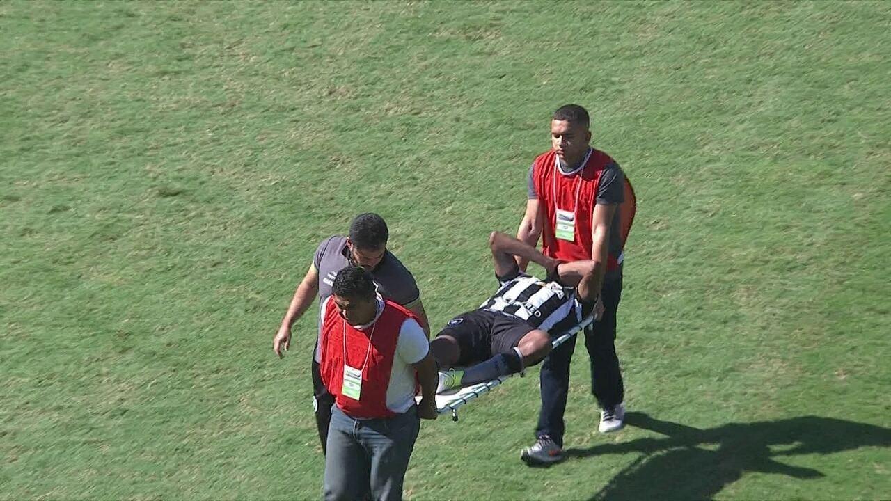 Airton divide com Arão e acaba lesionado aos 47 minutos do primeiro tempo
