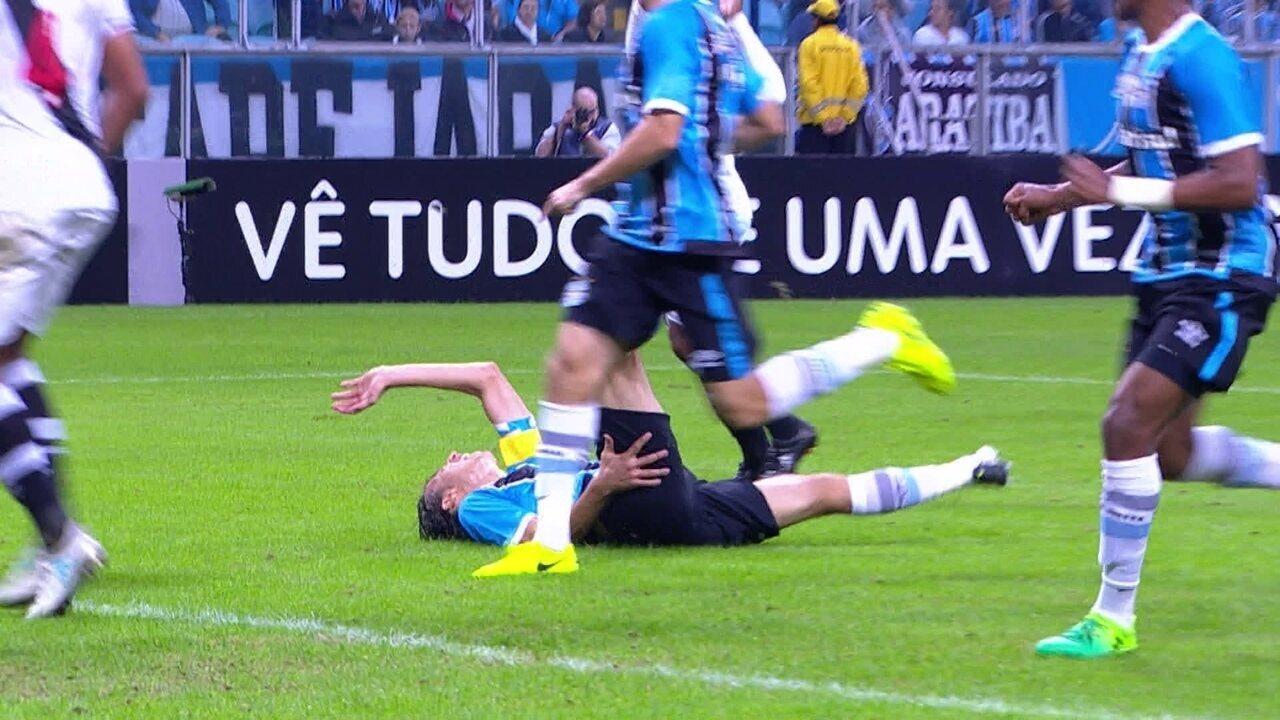 Geromel sofre pênalti, Barrios cobra e marca para o Grêmio