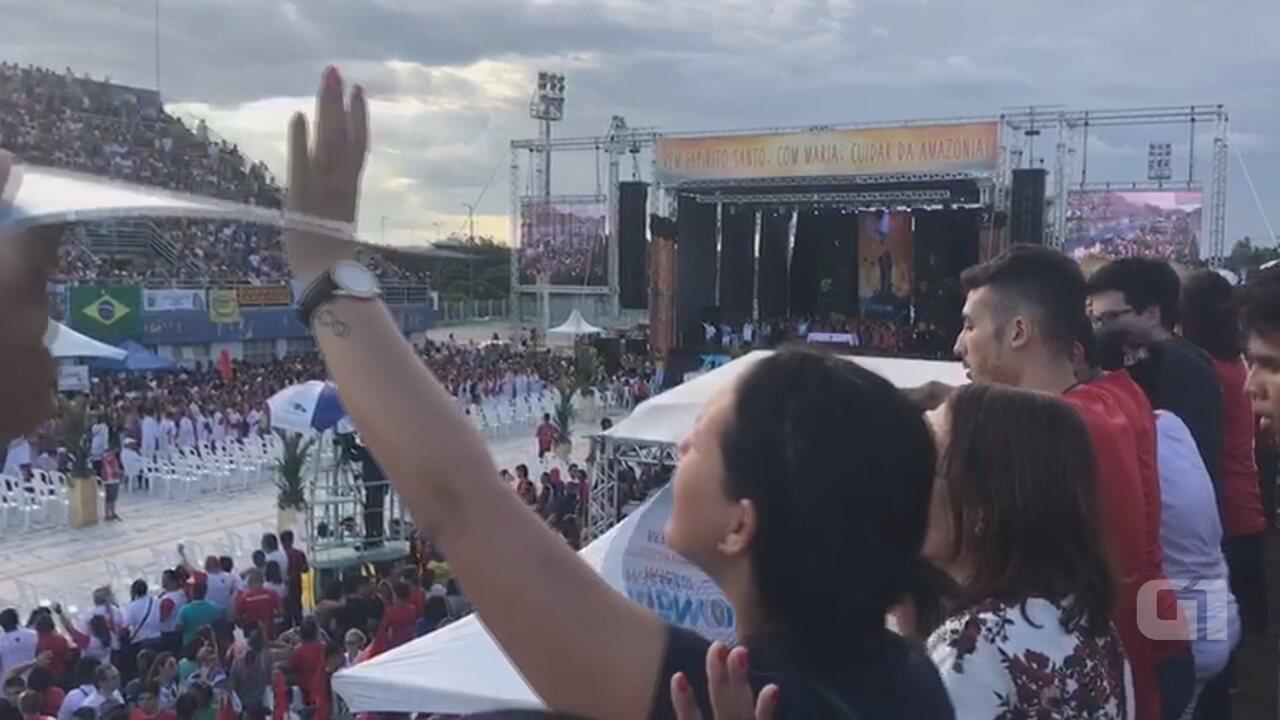 Multidão de fiéis lota Sambódromo de Manaus na celebração de Pentecostes