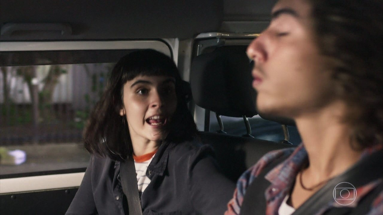 Bebeth pega carona com Márcio
