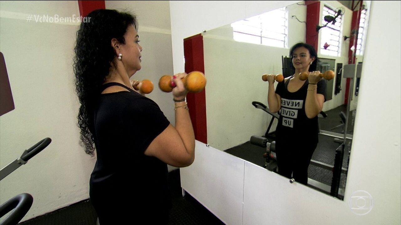 Mulher busca vida mais saudável após problemas ligados a obesidade aparecerem