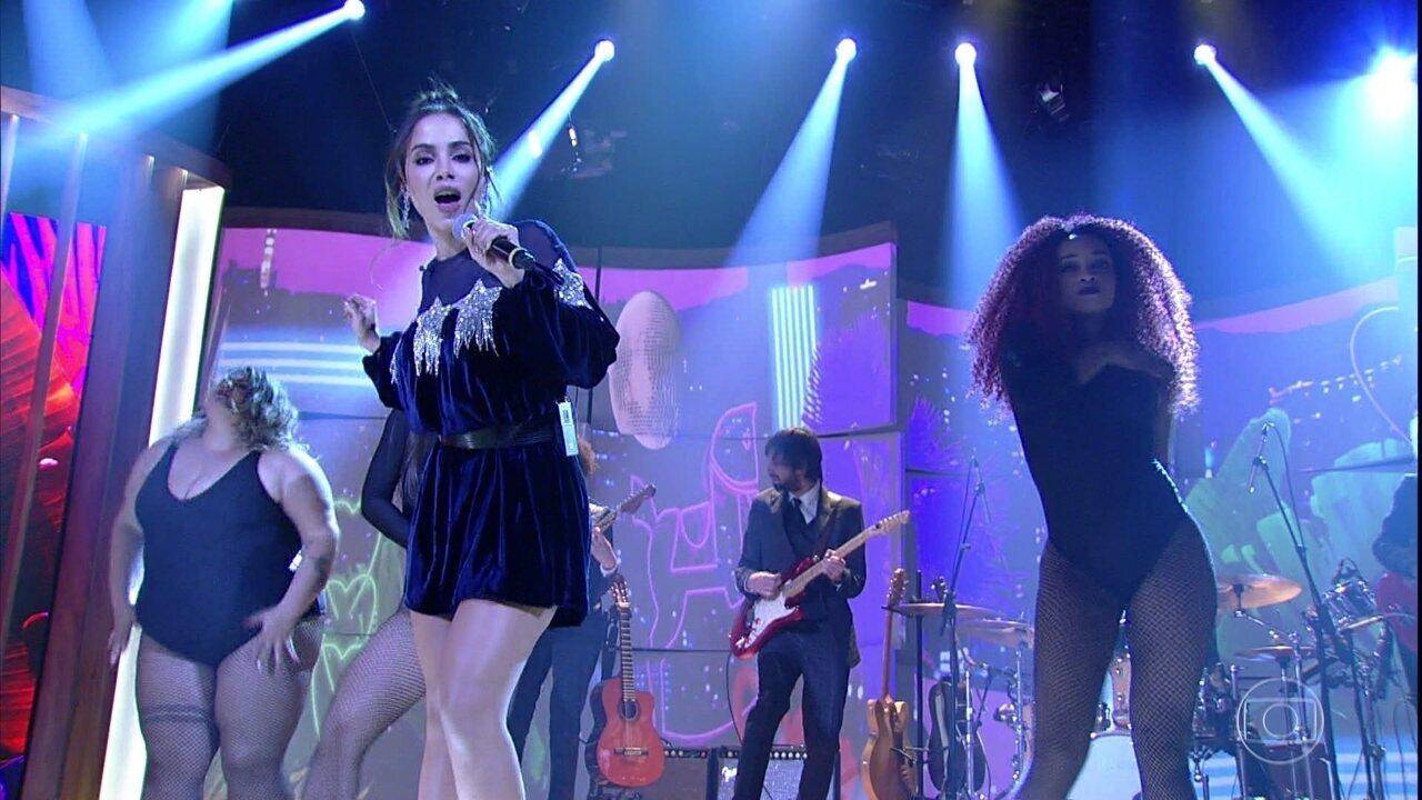 Anitta abre segundo bloco do programa cantando