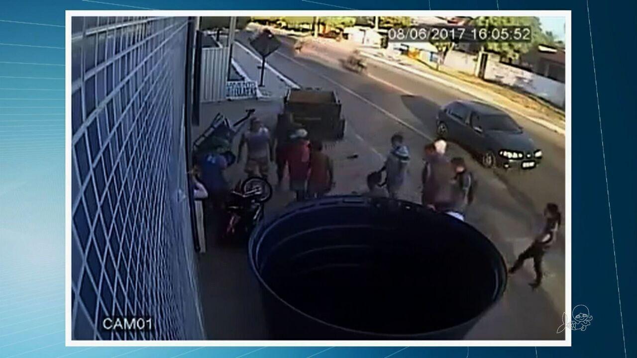 Reboque se solta de veículo e colide com estudantes no Ceará