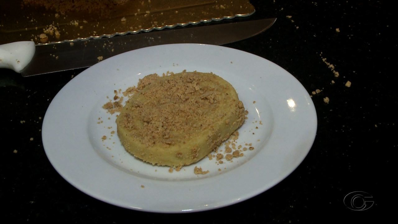 Veja a receita do bolo de rolo com creme de milho e paçoca
