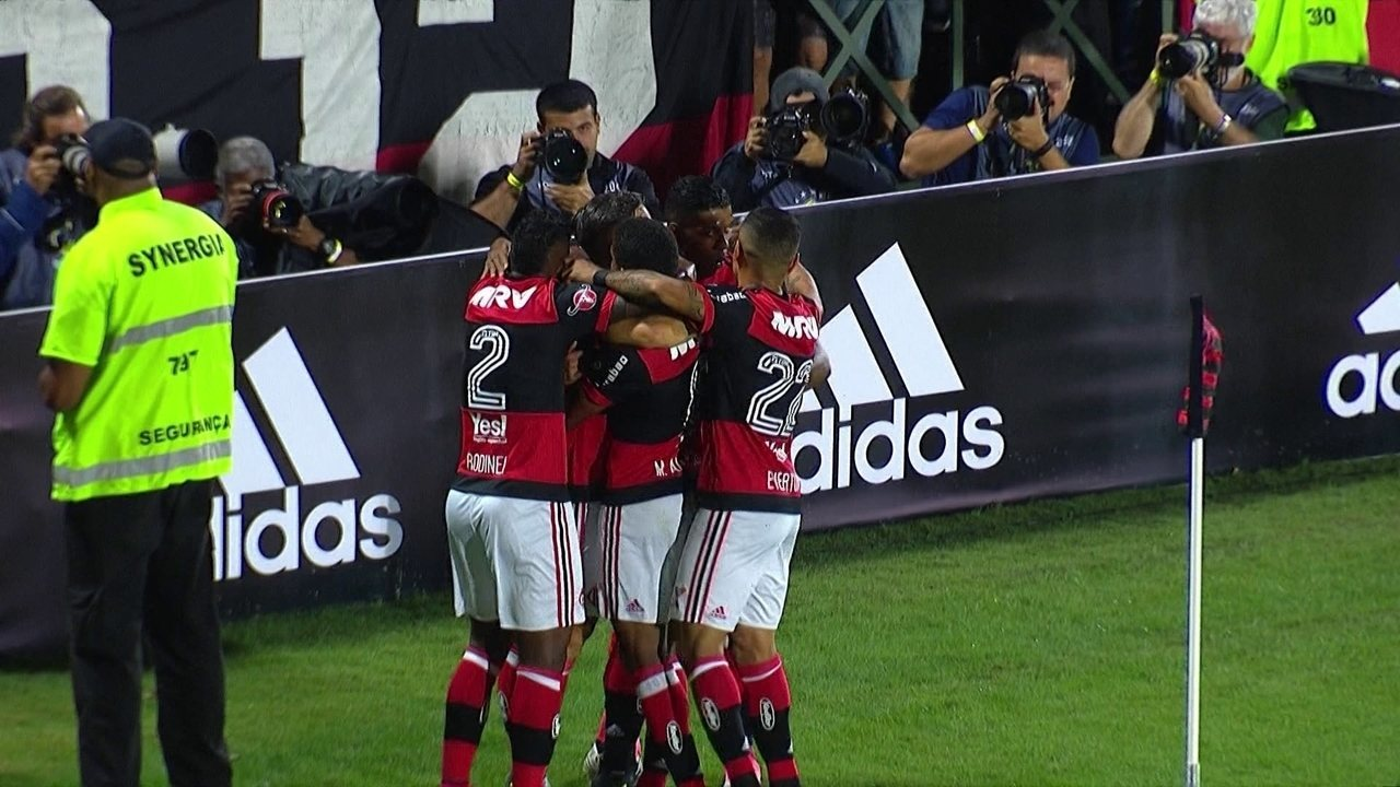 Os gols de Flamengo 5 x 1 Chapecoense pela 9ª rodada do Campeonato Brasileiro
