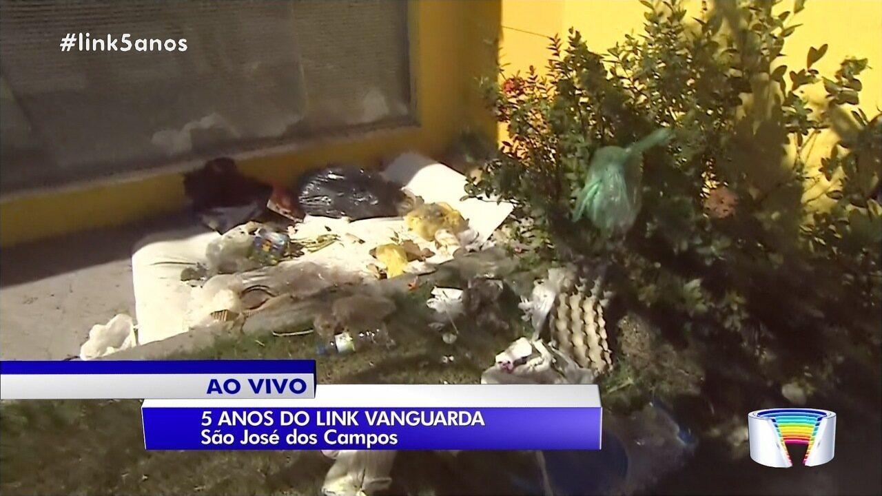 Equipe acompanha reclamação de morador sobre ruas sujas no Jardim Motorama