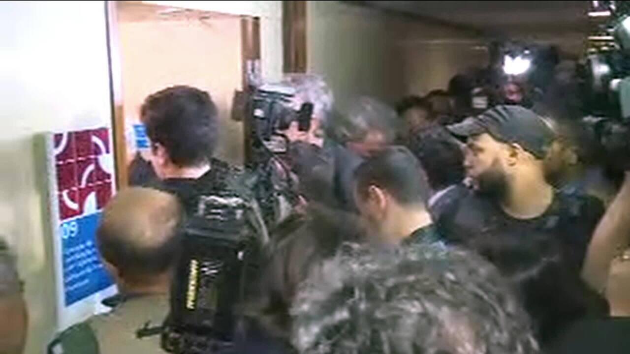 Advogado de Temer entrega à Câmara defesa do presidente