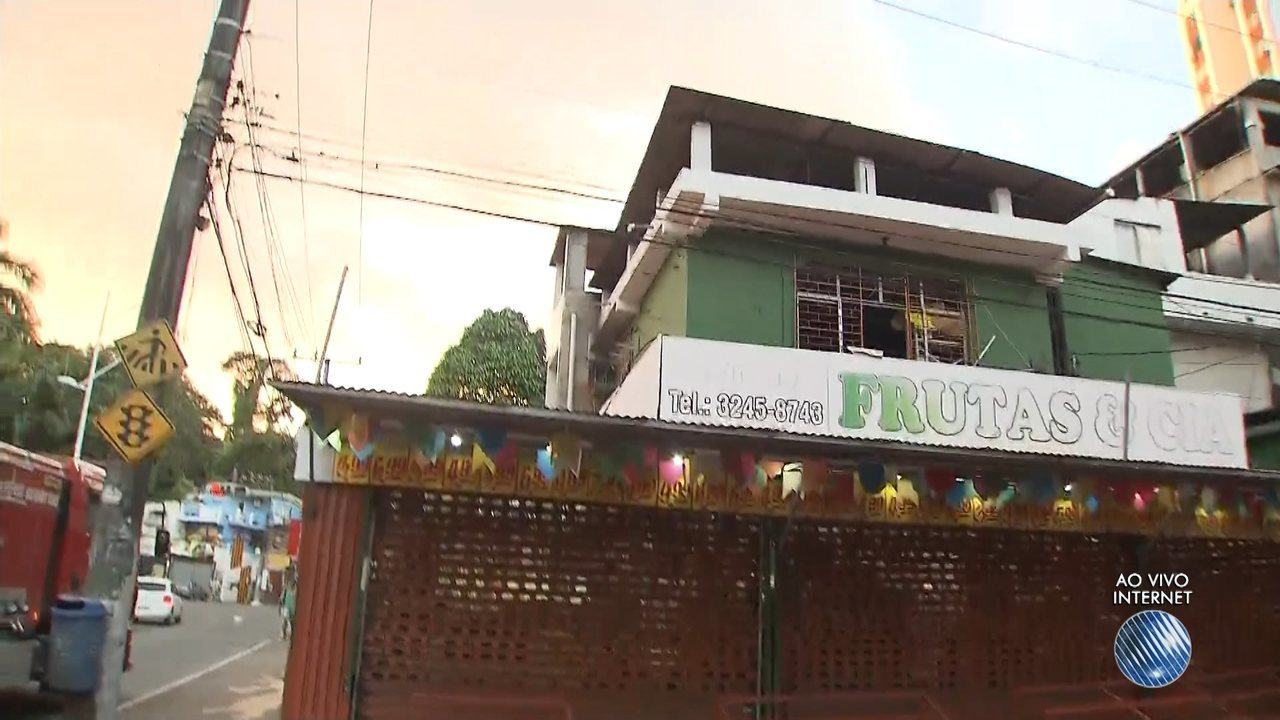 Incêndio atinge loja de frutas na Avenida Centenário, em Salvador