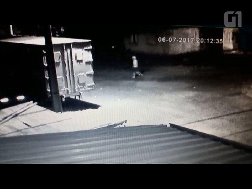 Suspeito invade casa e furta quase R$ 10 mil em Foz do Iguaçu