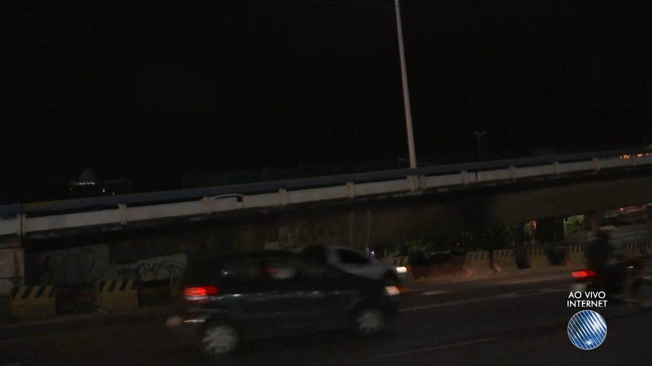 Viaduto é interditado temporariamente na Avenida Tancredo Neves