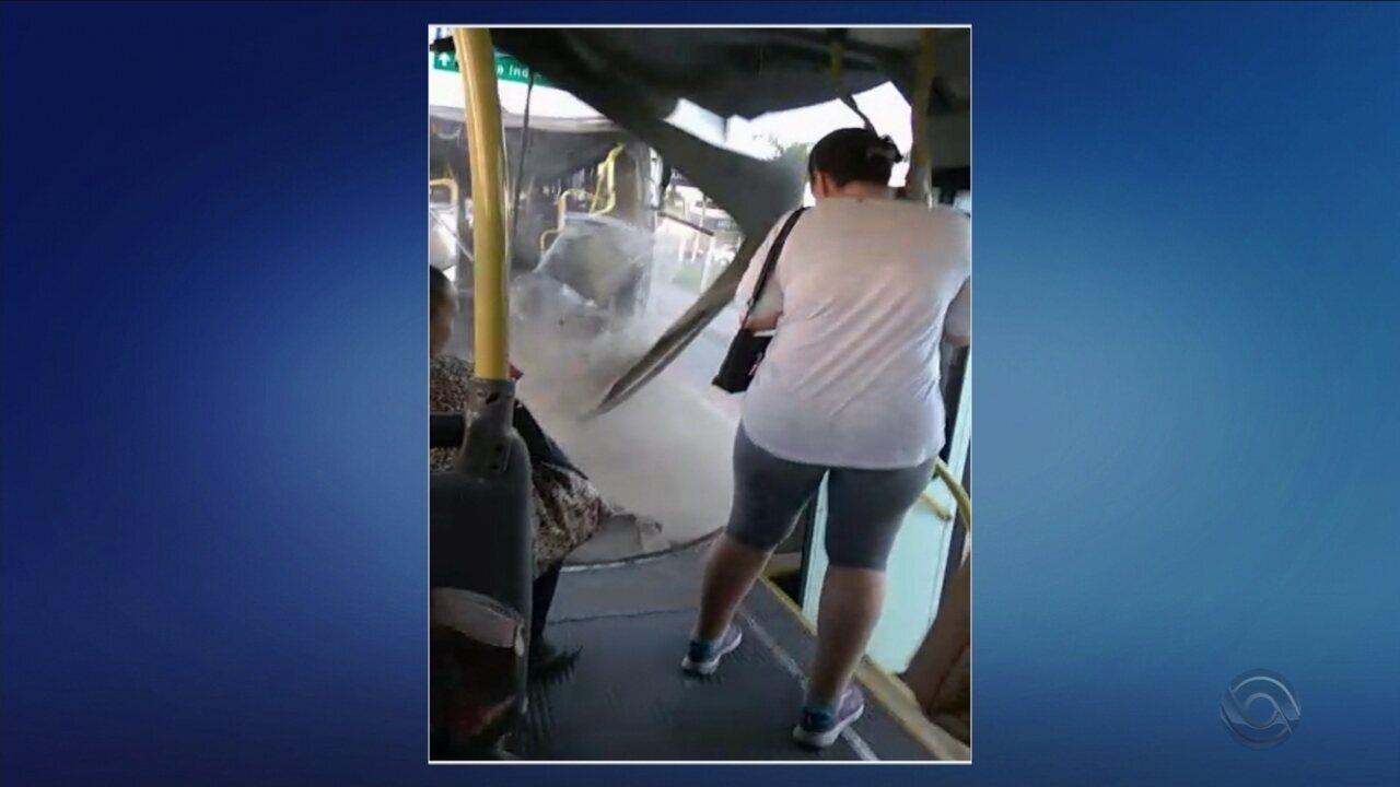 Ônibus biarticulado se rompe na Grande Florianópolis