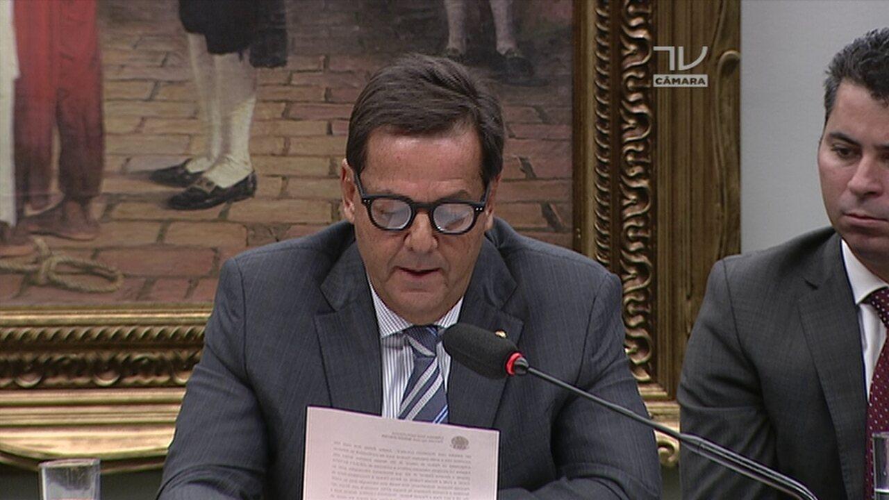 Sergio Zveiter lê texto da denúncia que se refere à entrega de R$ 500 mil a Rodrigo Loures