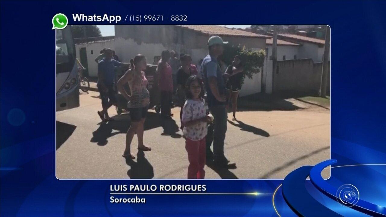 Moradores se revoltam com demora e cercam ônibus em bairro de Sorocaba