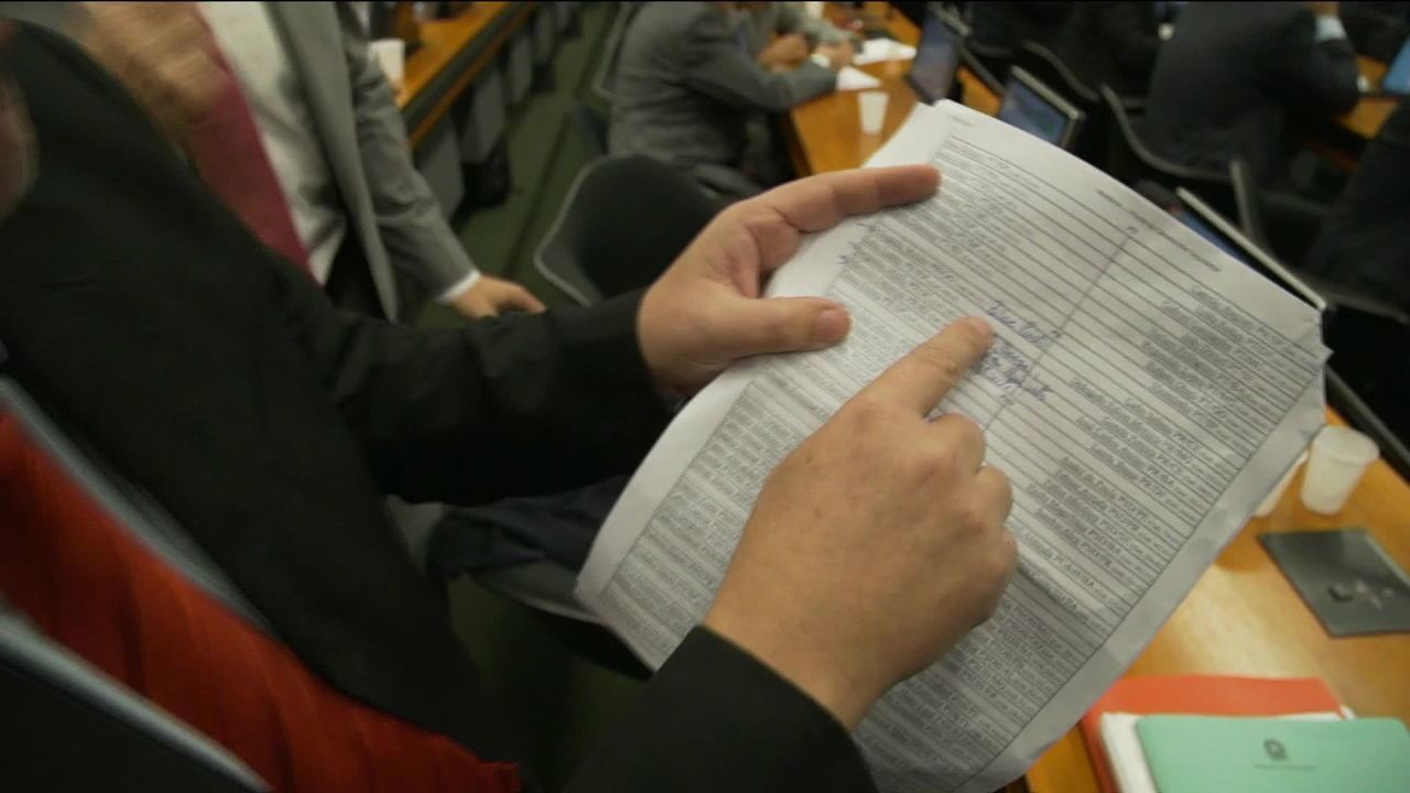 Base aliada do governo substitui deputados para beneficiar Temer na CCJ
