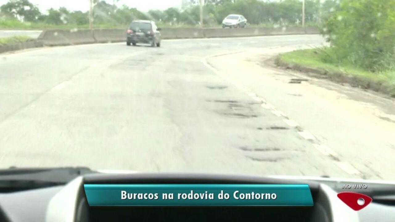 Motoristas reclamam da quantidade de buracos na Rodovia do Contorno, no ES