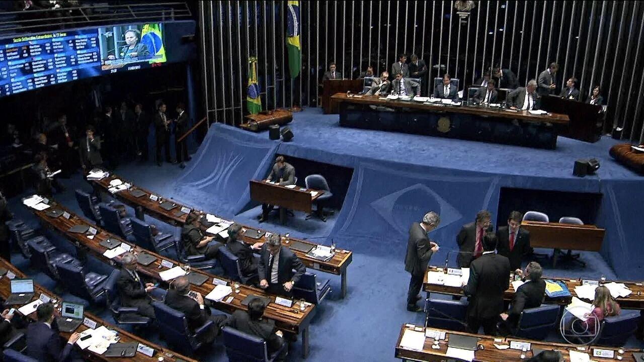 Senador João Alberto tenta reabrir sessão do Senado, mas oposição resiste