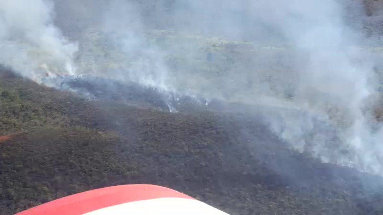 Vídeo mostra incêndio próximo ao Parque Estadual Gruta da Lagoa Azul