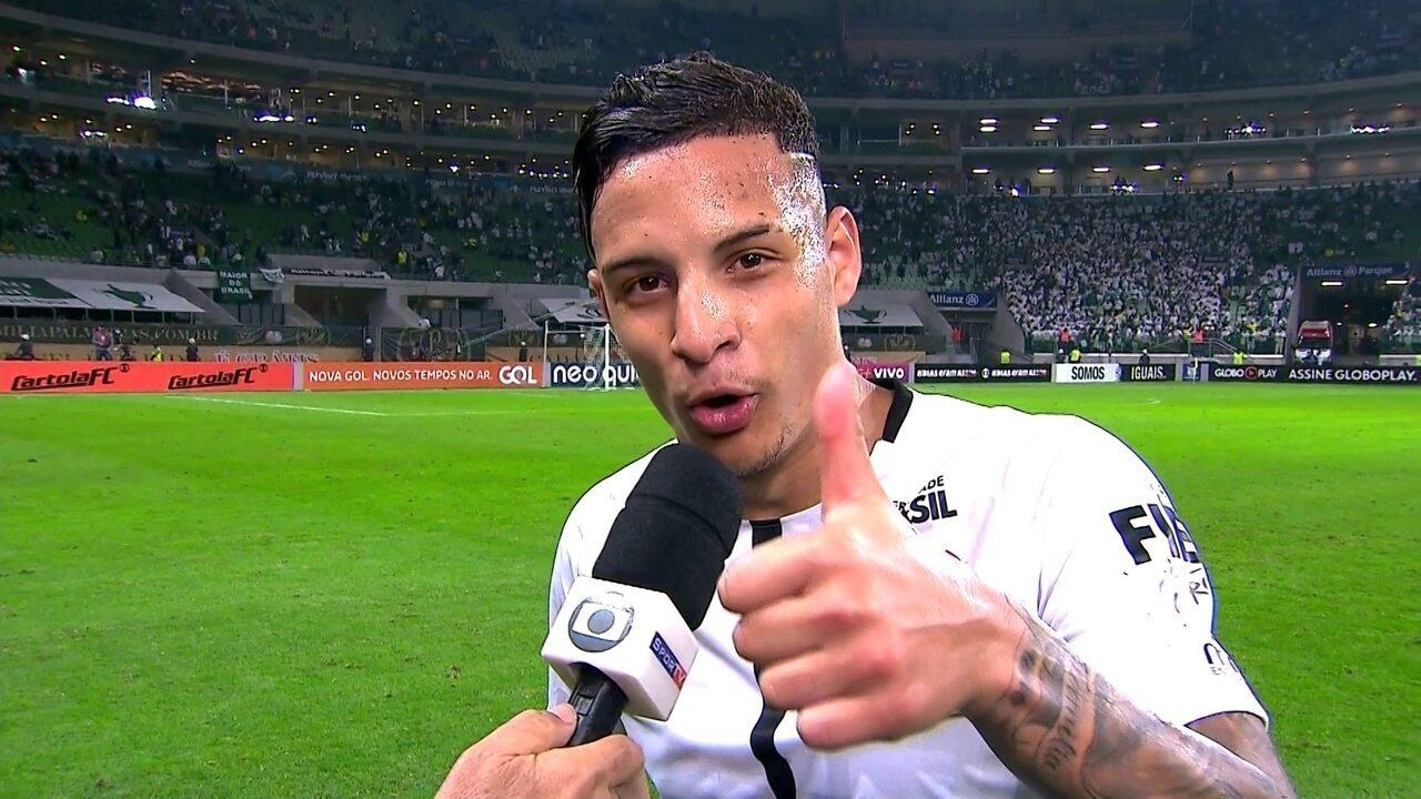 Gol e zoação a amigos palmeirenses em Dérbi: um dos bons momentos de Arana no Corinthians