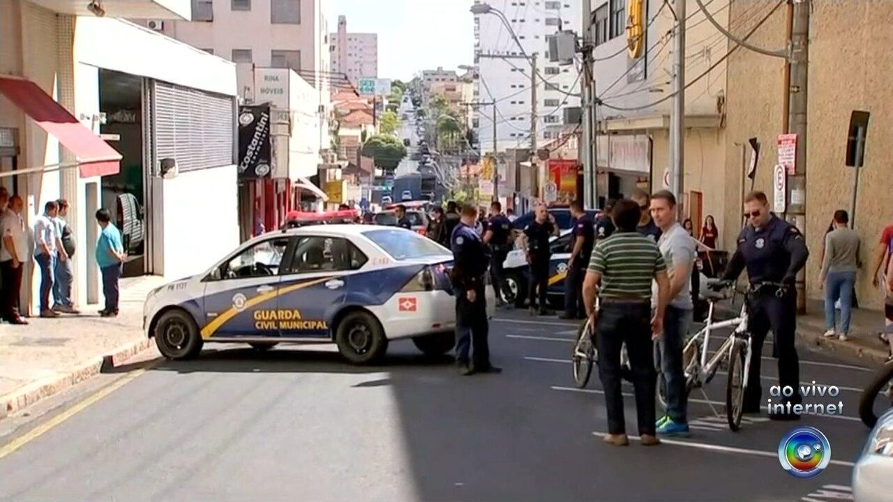 be135b2cc91 Tiroteio após assalto a joalheria deixa um morto e guardas feridos no  Centro de Rio Preto