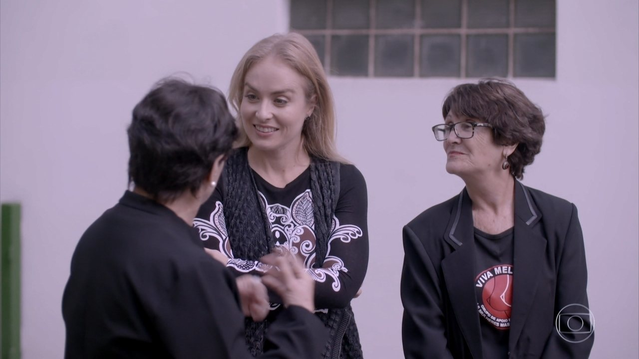 Angélica conhece ONG que apóia mulheres com câncer de mama
