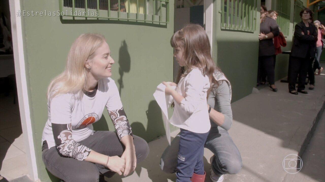 Angélica recebe doação de cabelo para o 'Viva Melhor'