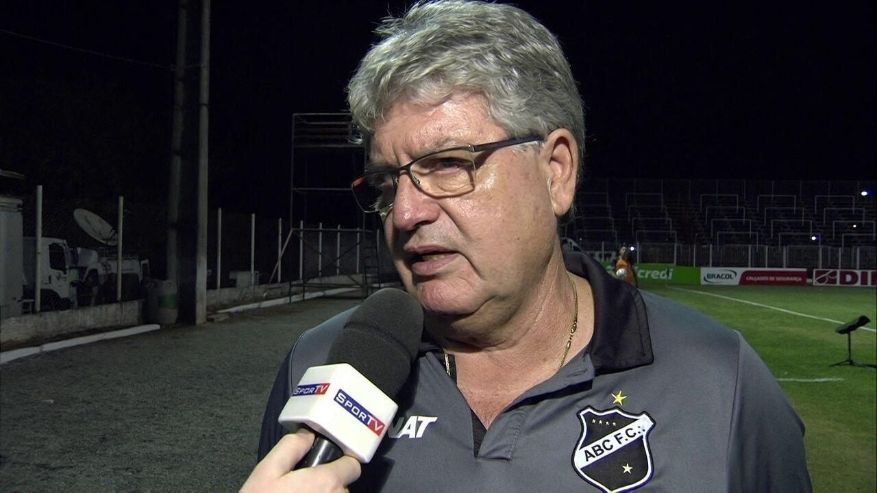 Após derrota, Geninho coloca o cargo à disposição da diretoria do ABC