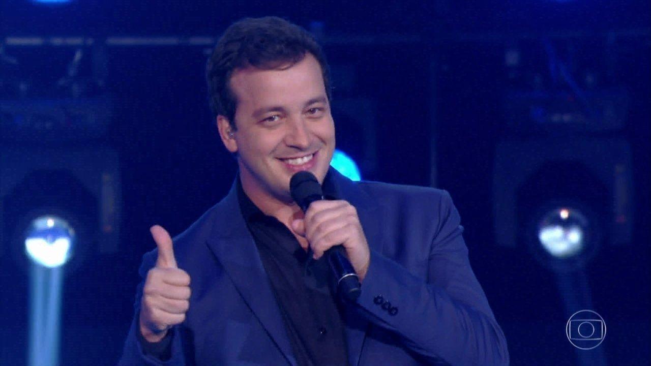 Rafael Cortez canta 'Vesti Azul'
