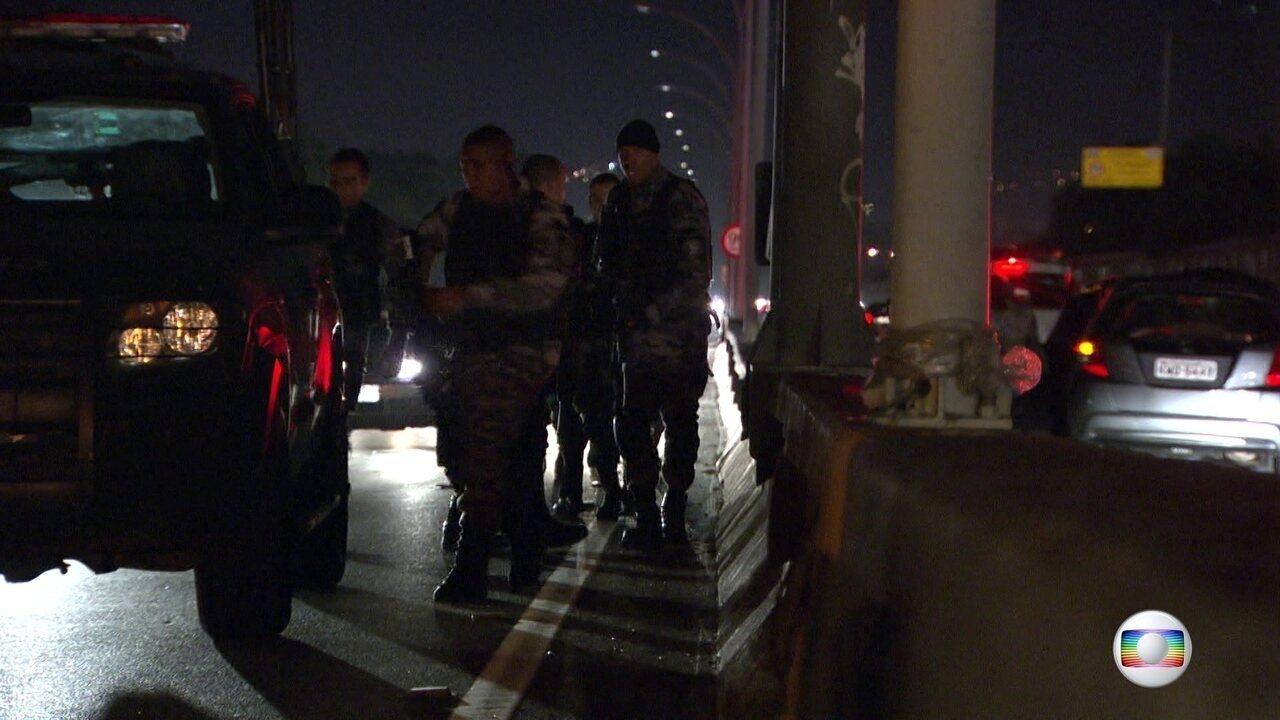 Bandidos tentam fazer arrastão na Linha Vermelha