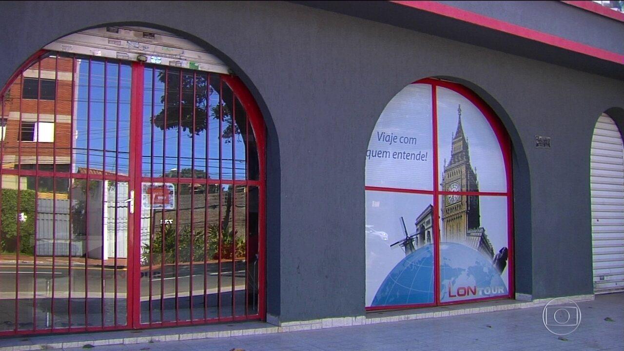 Agência de viagens fecha portas e deixa centenas de clientes na mão, em Goiânia