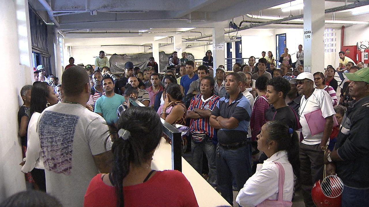Eleitores enfrentam dificuldades para fazer o recadastramento biométrico em Camaçari