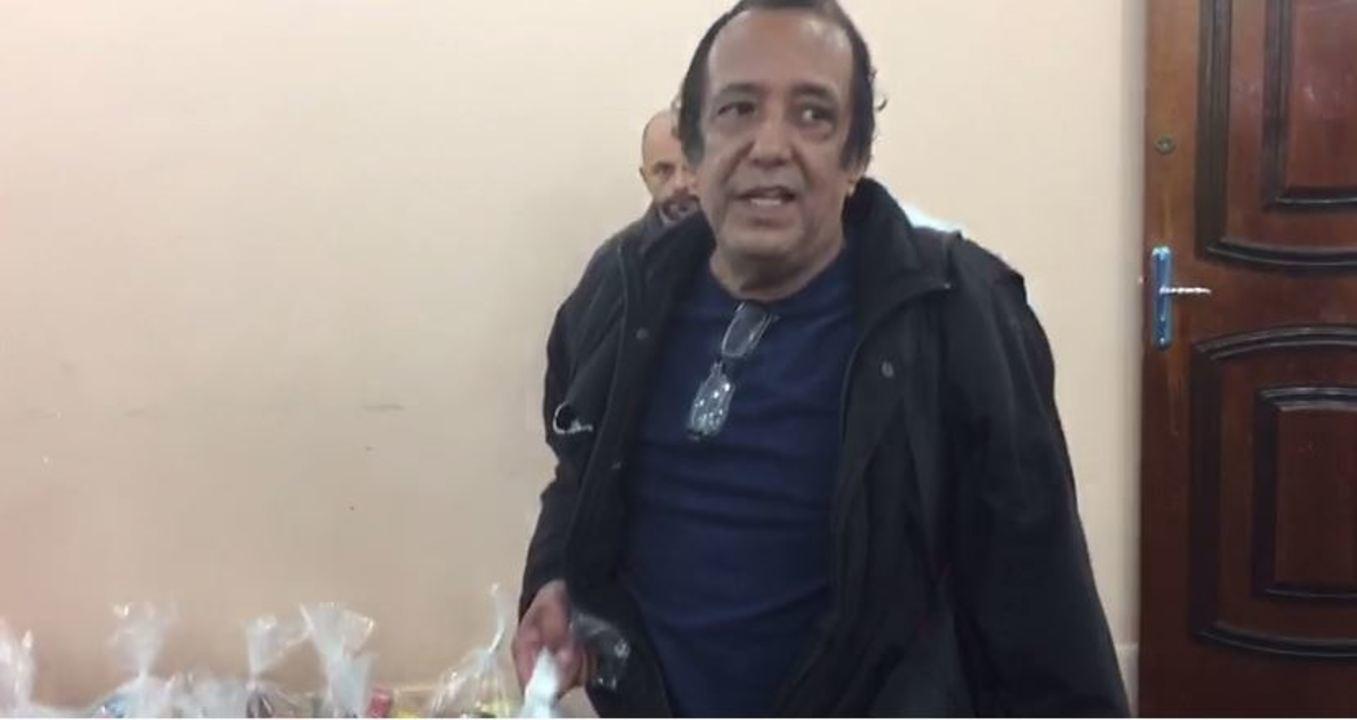 Servidores estaduais com salários atrasados enfrentam fila para receber doações