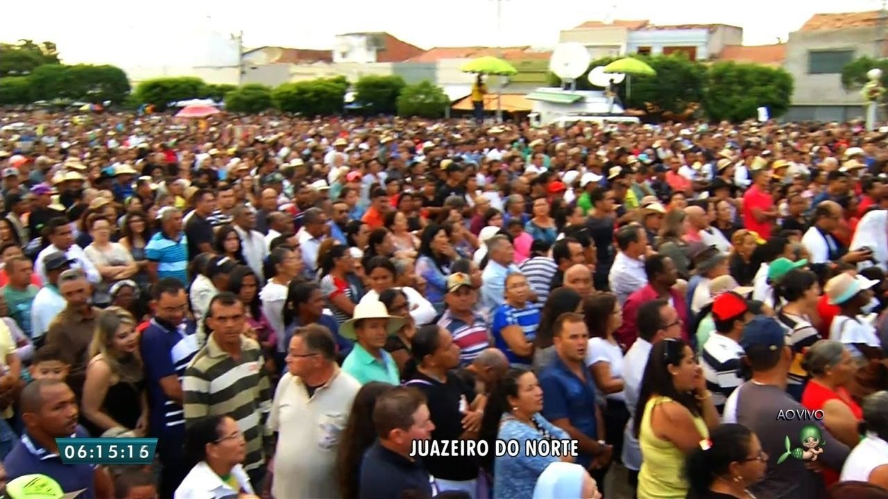 Resultado de imagem para Milhares de pessoas se reúnem em Juazeiro do Norte em homenagem a morte de Pe. Cícero