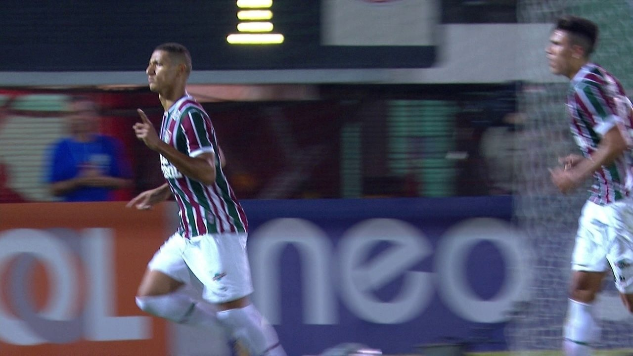 Gol do Fluminense! Richarlison de pênalti aos 41' do 1º tempo