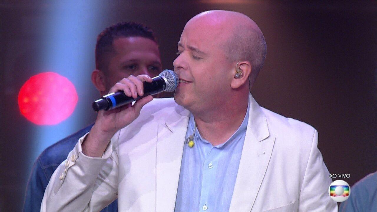 """Alex Escobar canta """"Deixa a Vida Me Levar"""" sucesso na voz de Zeca Pagodinho"""