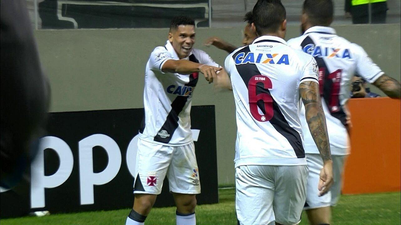 Gol do Vasco! Escudero lança Paulinho, que bate na saída de Giovanni aos 13 do 1º