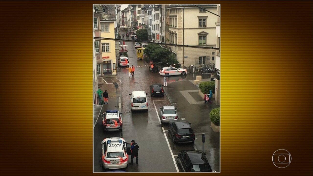 Homem fere cinco pessoas com motosserra — Suíça