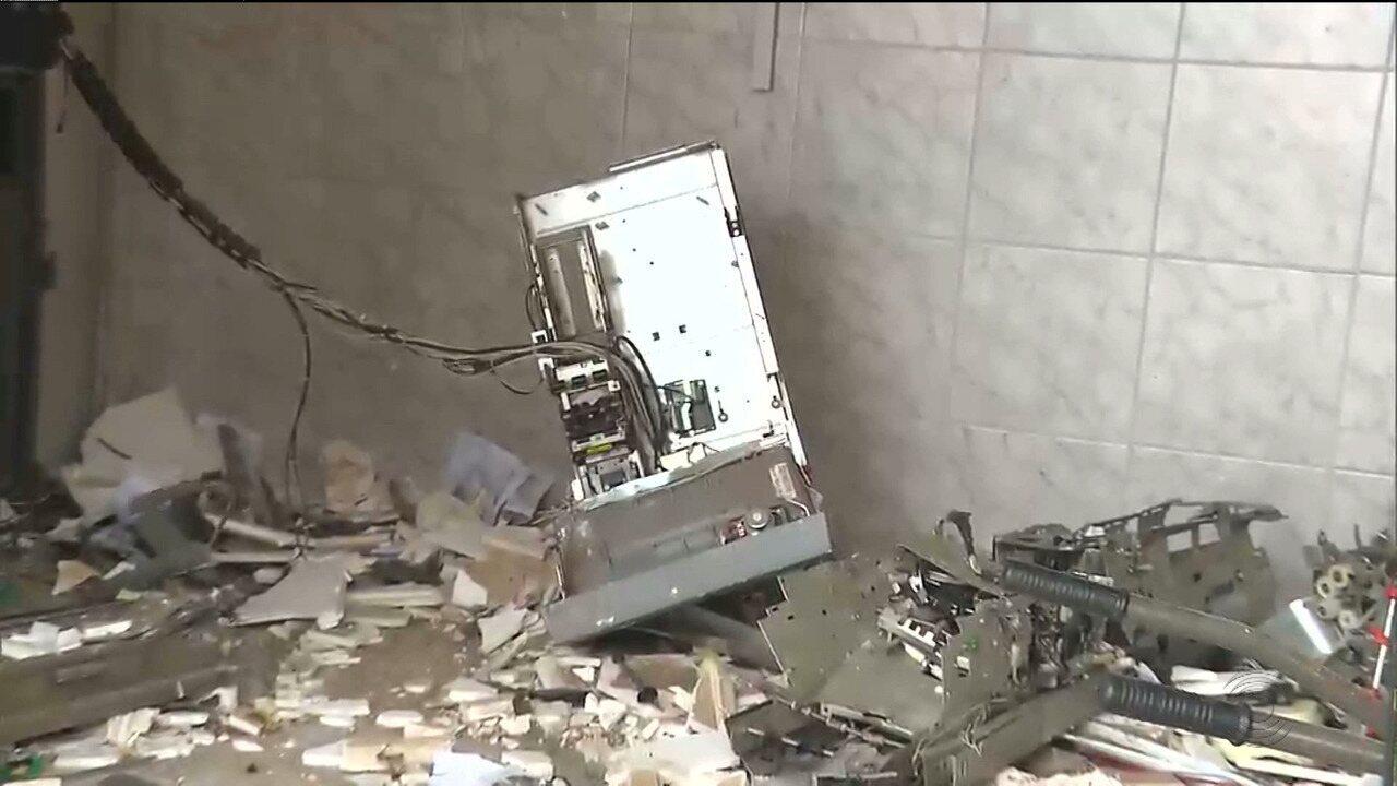 Bandidos atacam agência dos Correios e um posto de atendimento bancário em Serra Branca