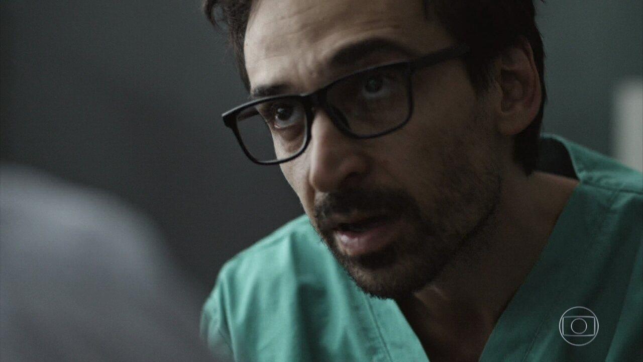 Evandro toma decisão polêmica para salvar pacientes