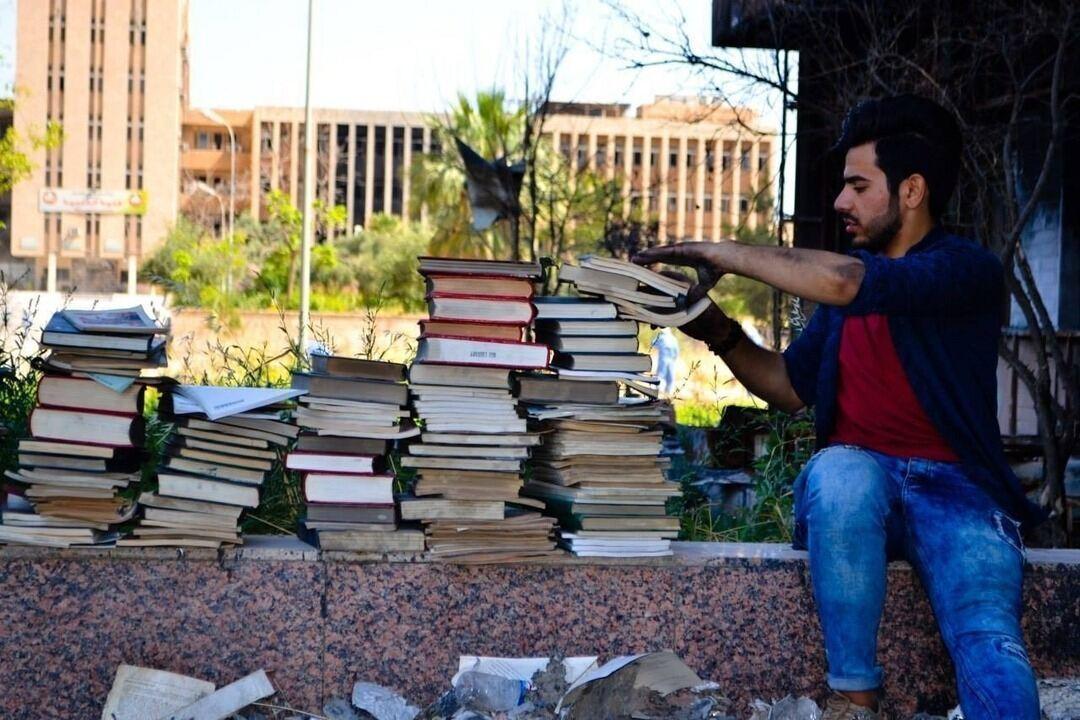 Após expulsão do Estado Islâmico, historiador tenta reconstruir biblioteca da Universidade