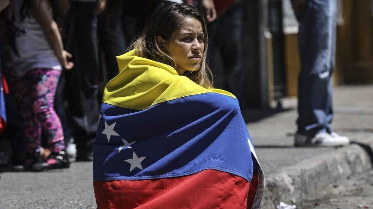 Vídeo mostra os principais fatos da crise na Venezuela