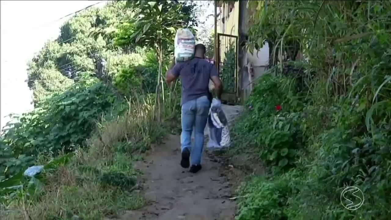 Policial civil arrecada alimento para família carente em Barra do Piraí, RJ