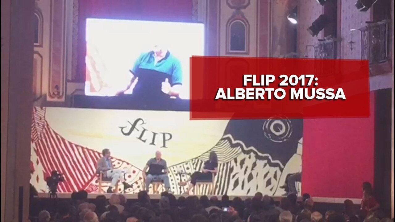 Alberto Mussa canta na Flip samba enredo 'rejeitado'