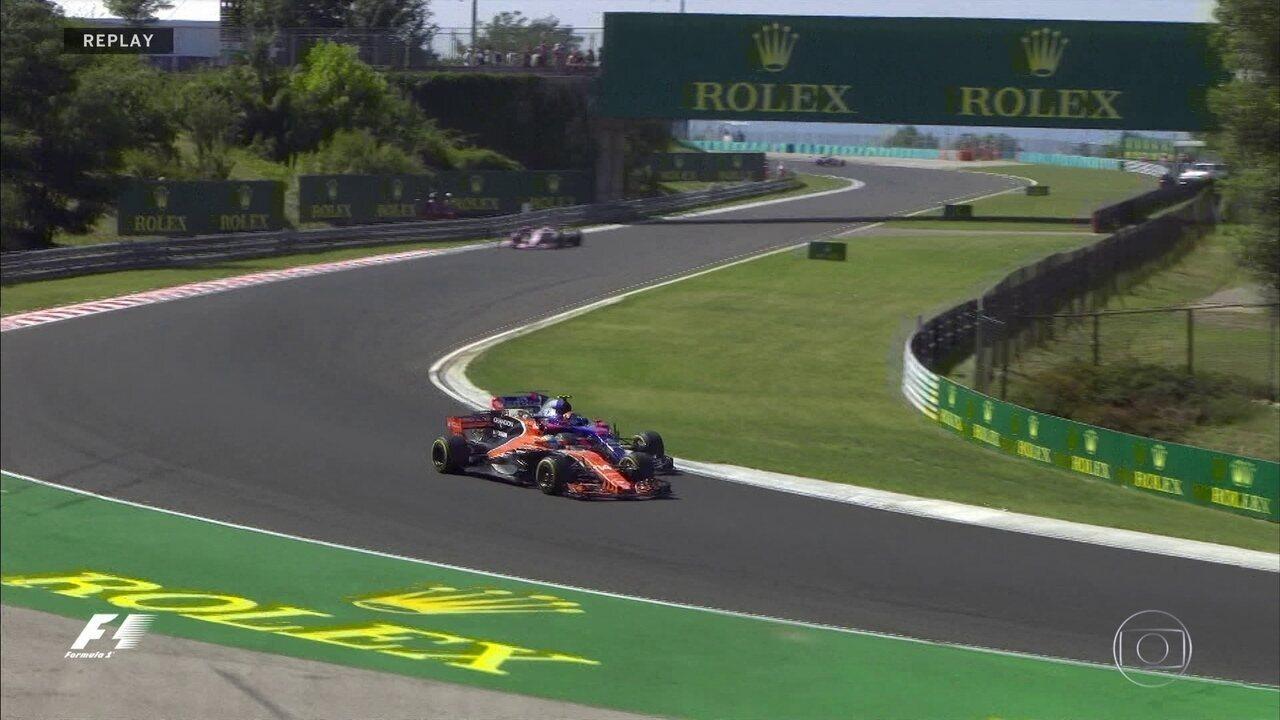 Alonso ultrapassa Carlos Sainz na disputa de espanhóis pela posição