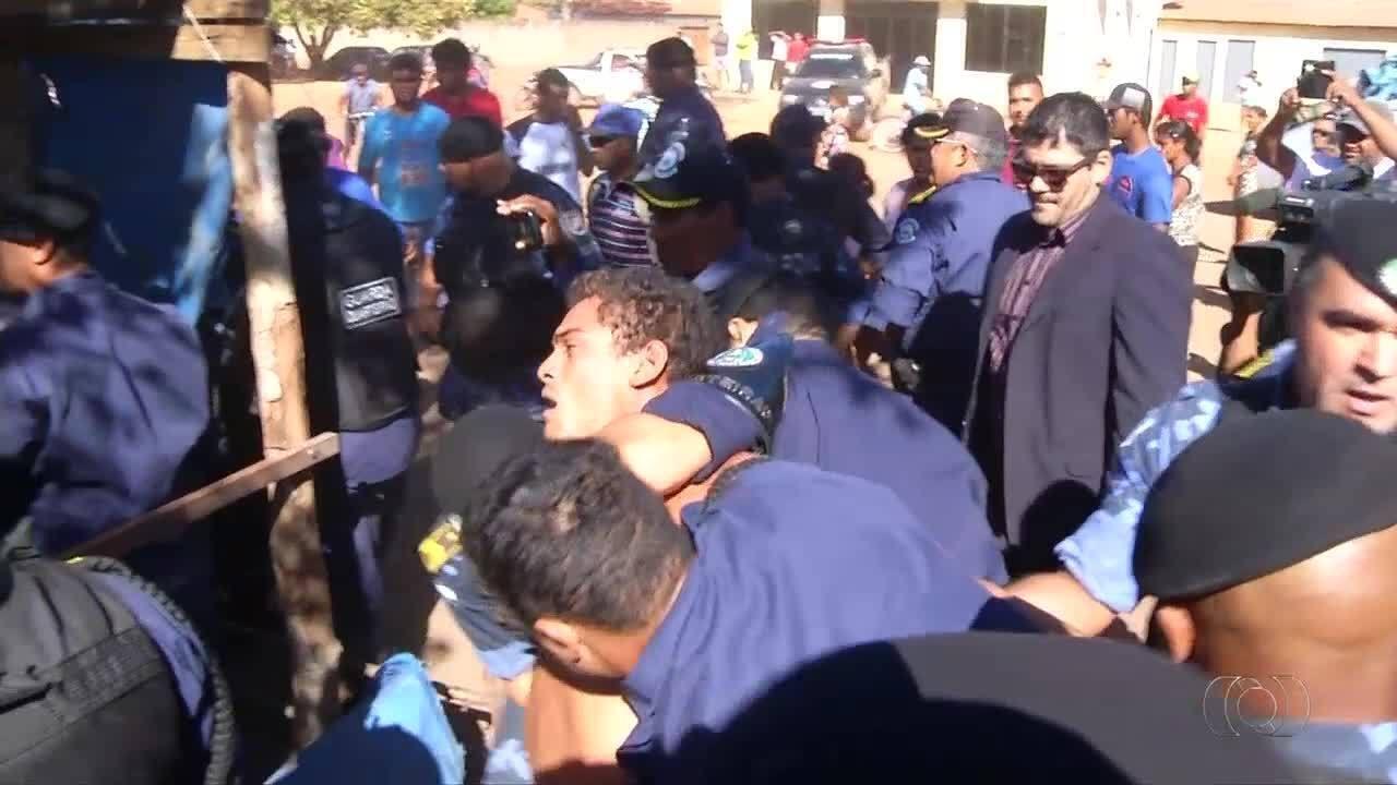 Famílias resistem a nova desocupação e homem é preso no setor Taquari; veja vídeo