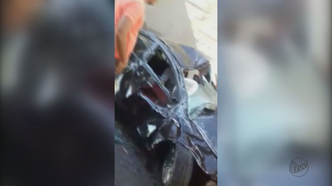 Carro cai de viaduto em Ibaté (SP) e motorista sai ileso