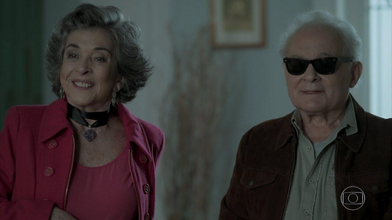 Garcia reaparece na casa de Heleninha
