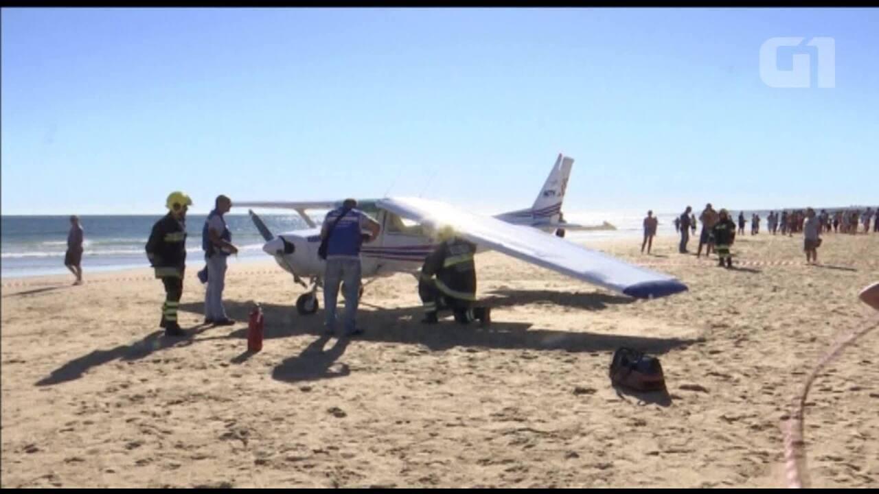 Avião faz pouso de emergência em praia de Portugal