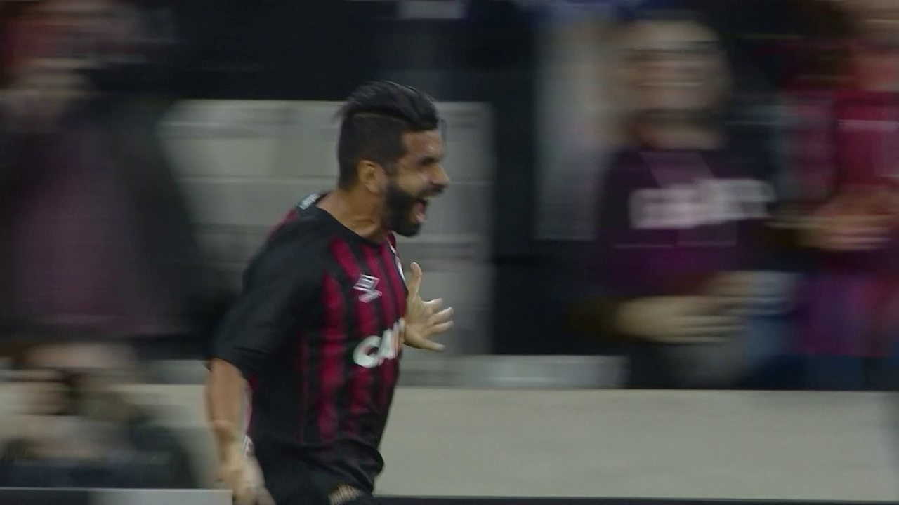 Gol do Atlético-PR! Rosseto cobra falta e Guilherme completa na sobra, aos 34 do 1º