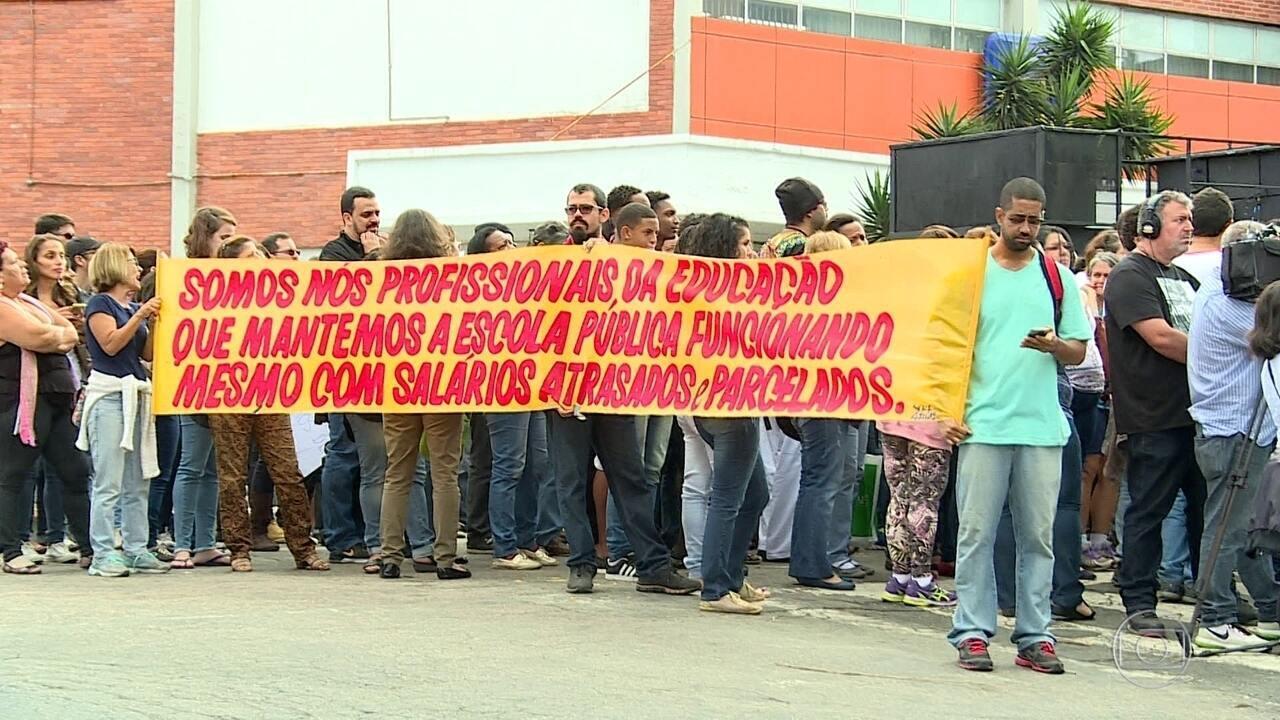 Professores de Duque de Caxias ocupam a Câmara dos Vereadores do Município