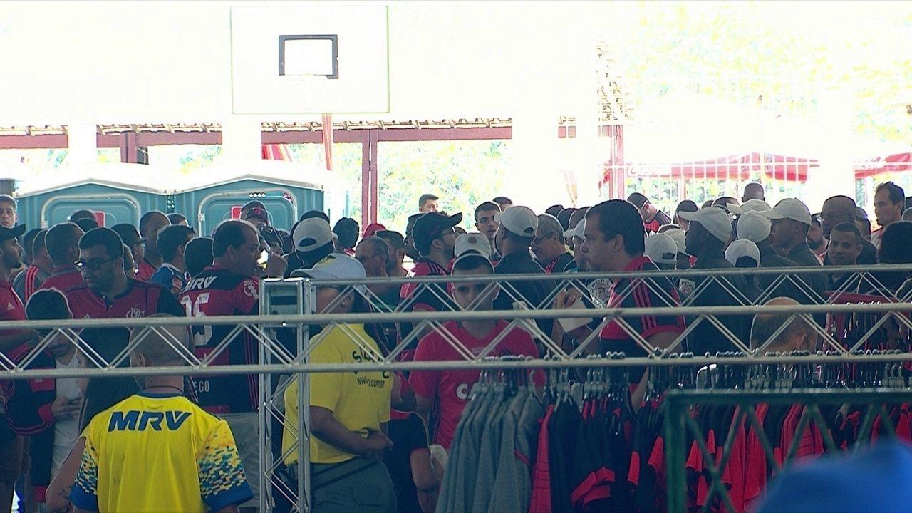 Clima fica tenso entre torcida do Flamengo e diretoria após derrota do time, em casa